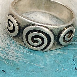 Sterling 3 Spiral Cetic Band Ring Female Energy